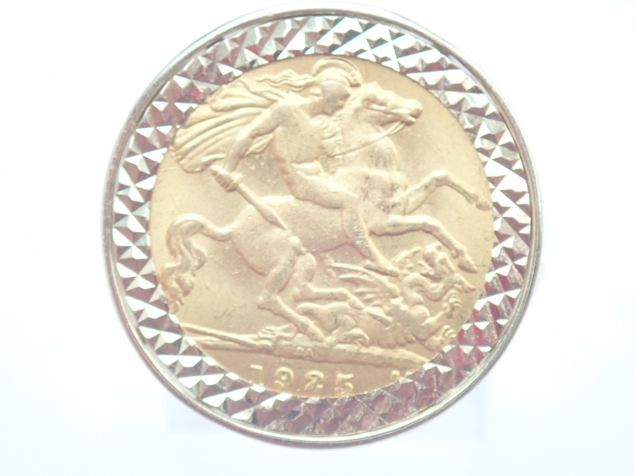 1925 22ct Gold Half Sovereign Ring - Solid 9ct Gold George Dragon mount 8.35g Sizr T