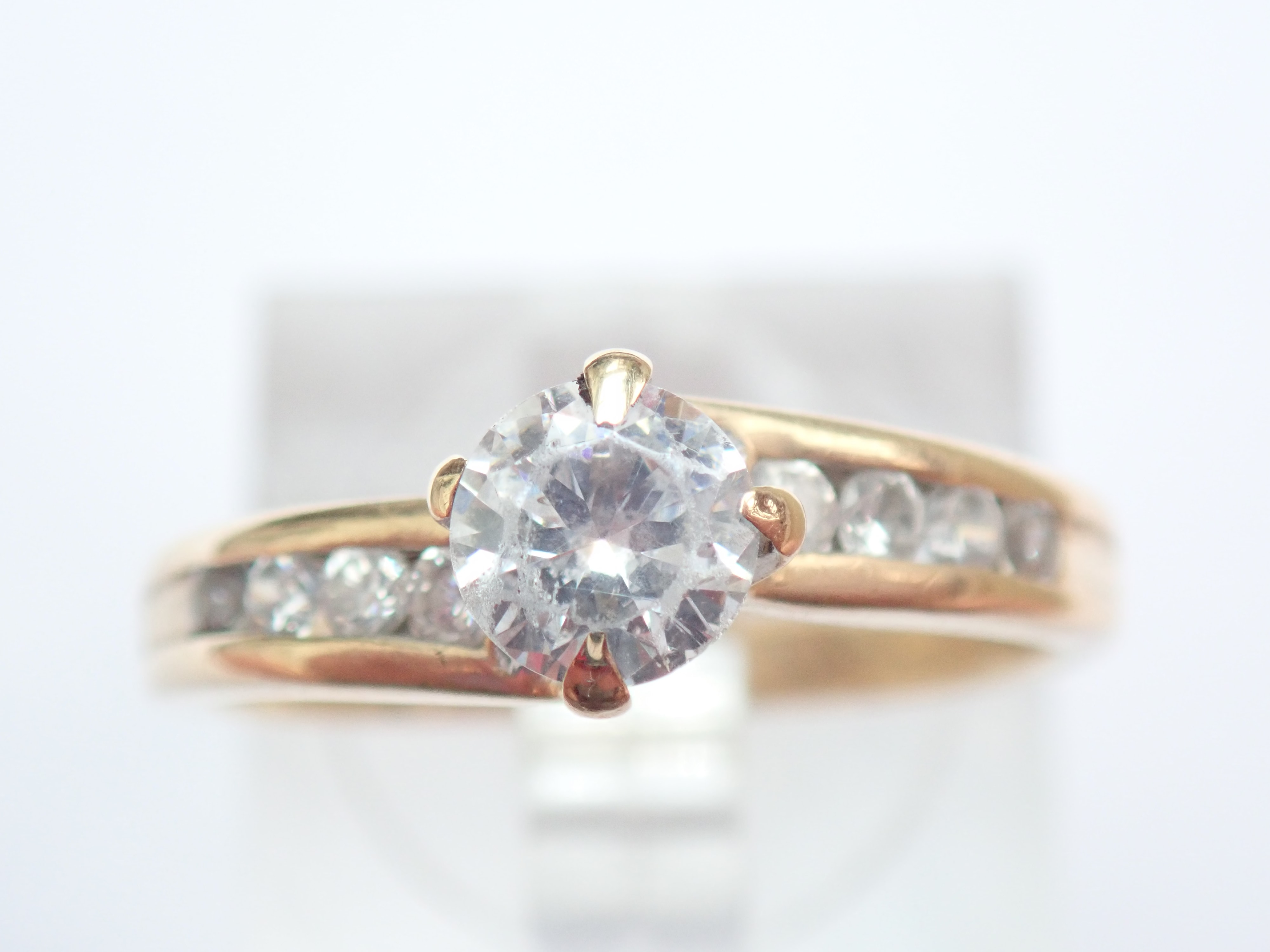 0.75 carat Cubic Zirconia 375 Gold Solitaire Ring & 8x side stones Size O #50