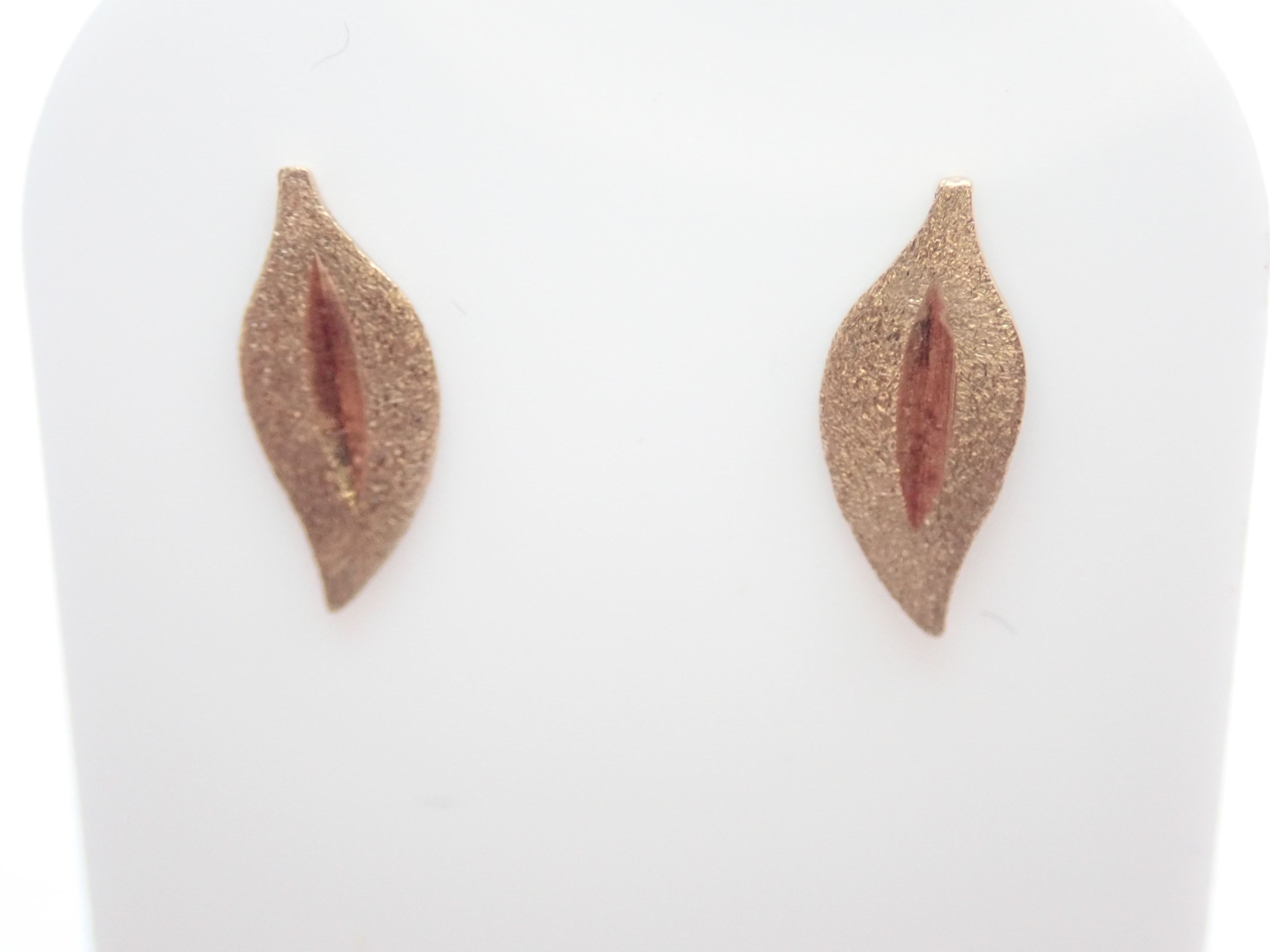 Solid 9k Yellow Leaf Shaped Earrings & Butterfly's 0.50 g #15