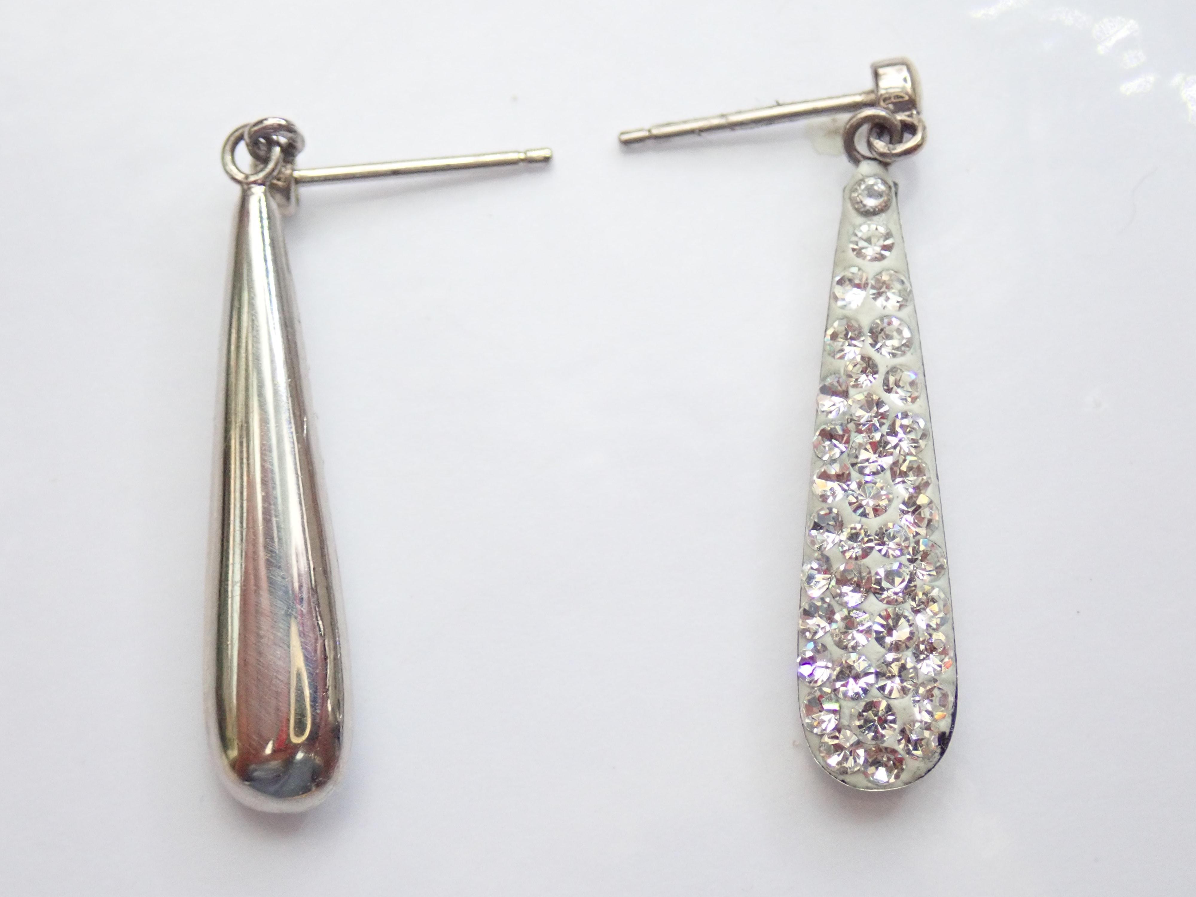 9k White Gold Cubic Zirconia Bomb Drop Dangly Earrings & Butterfly's 1.50gms #20