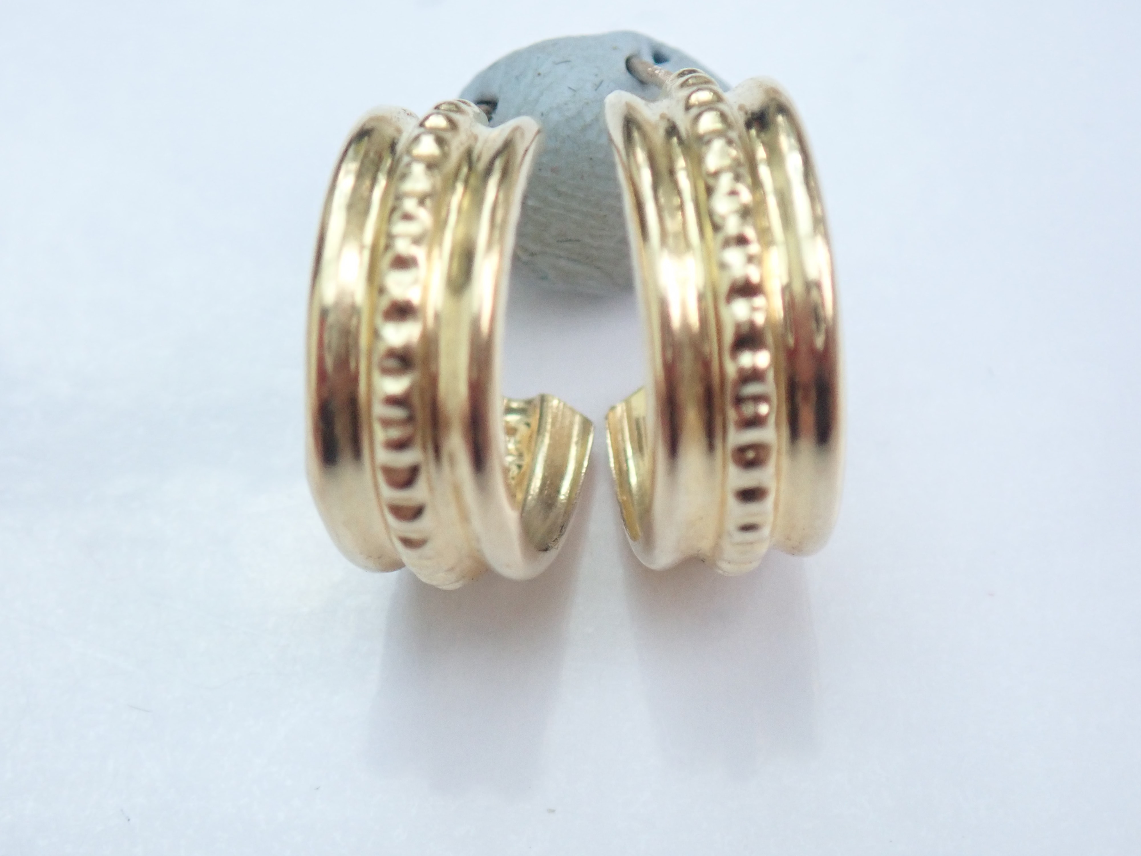 9k Yellow Gold Patterned Half Hooped Earrings 0.63g #10