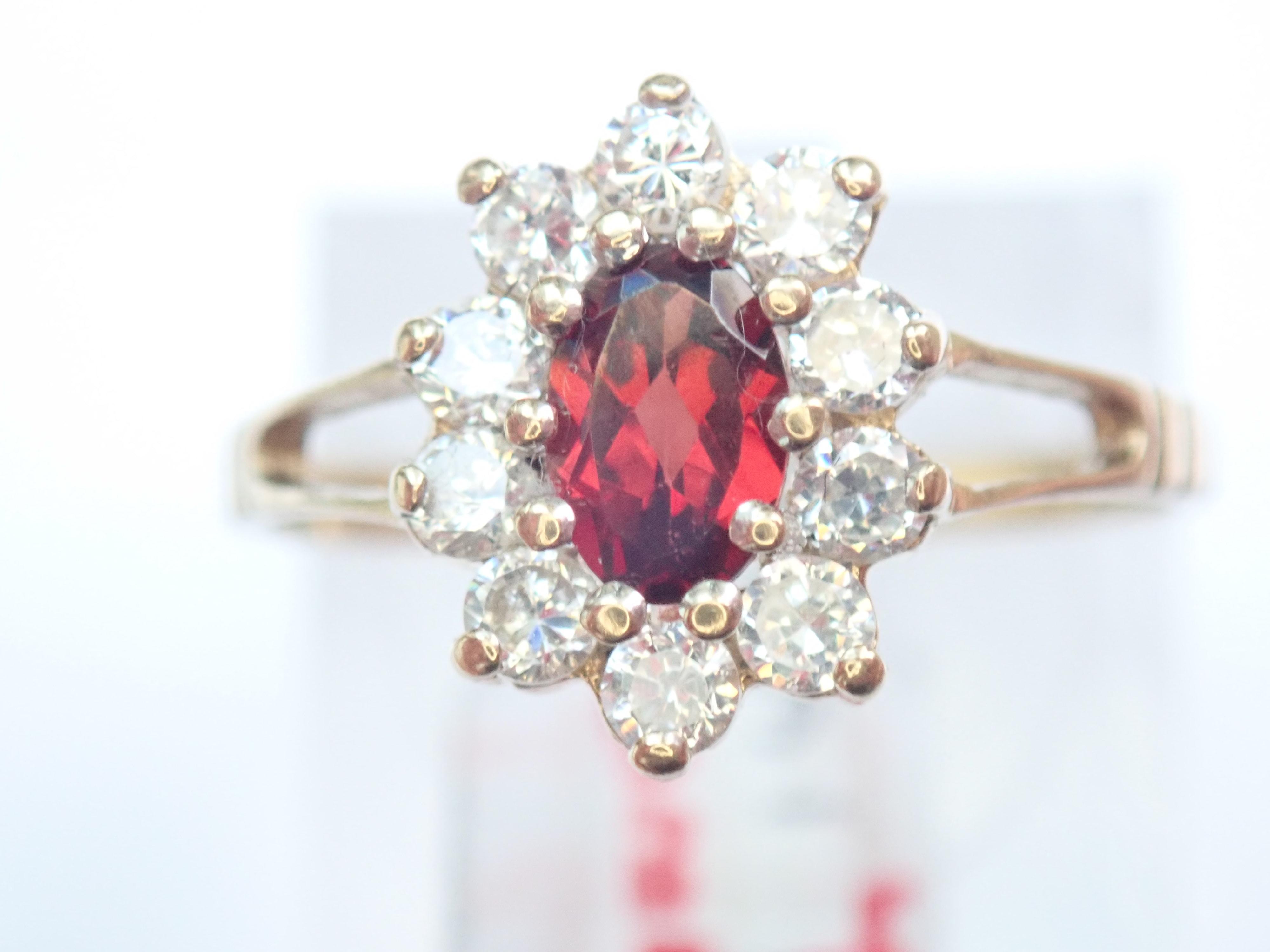 Stunning ! 9ct Gold Red Garnet & Cubic Zirconia Flower Ring Size O – 1.69g #40