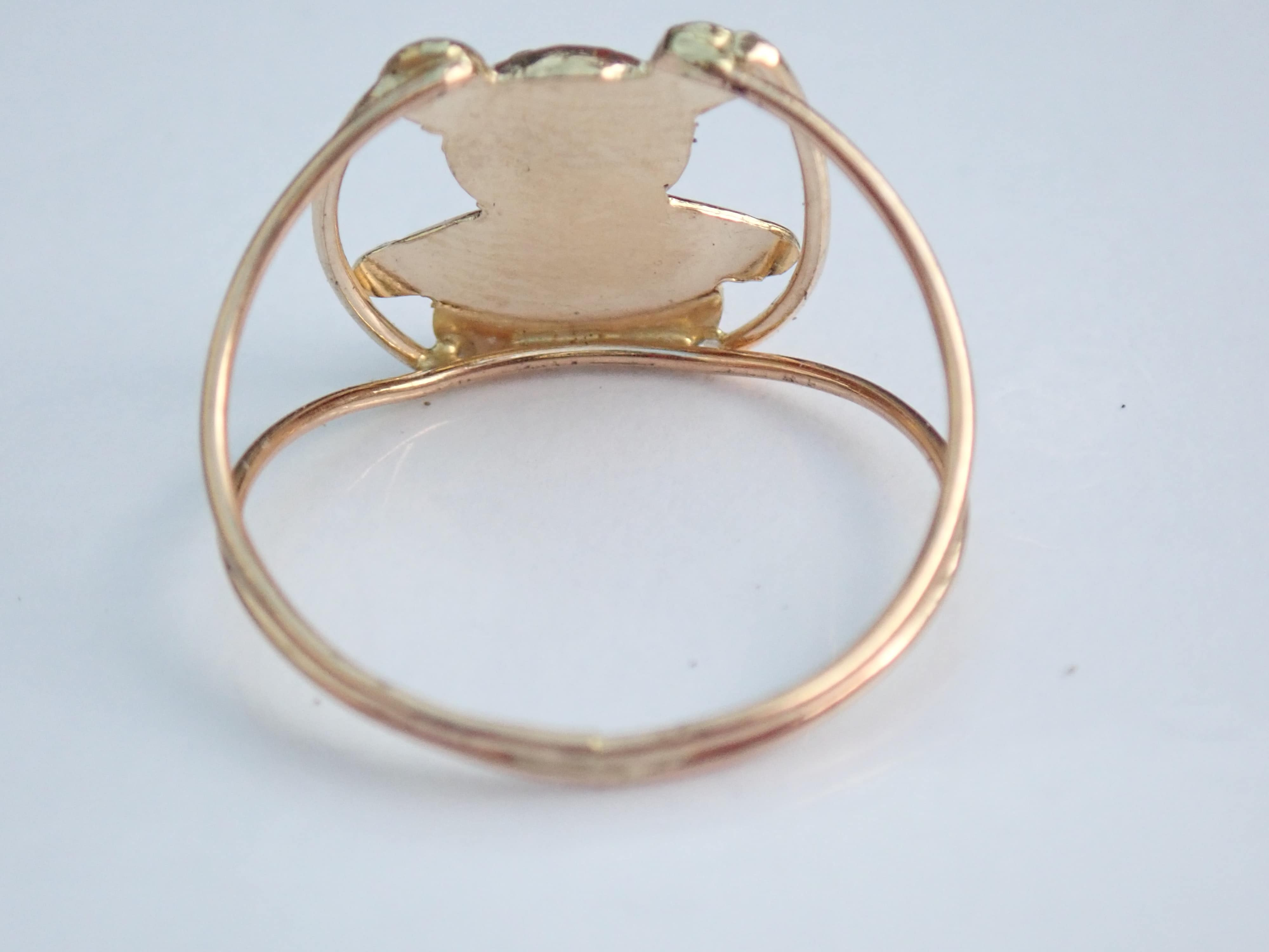 9 carat Yellow Gold Teddy Bear Wire Shank Ring. Size R1/2 – 1.45gms  #35