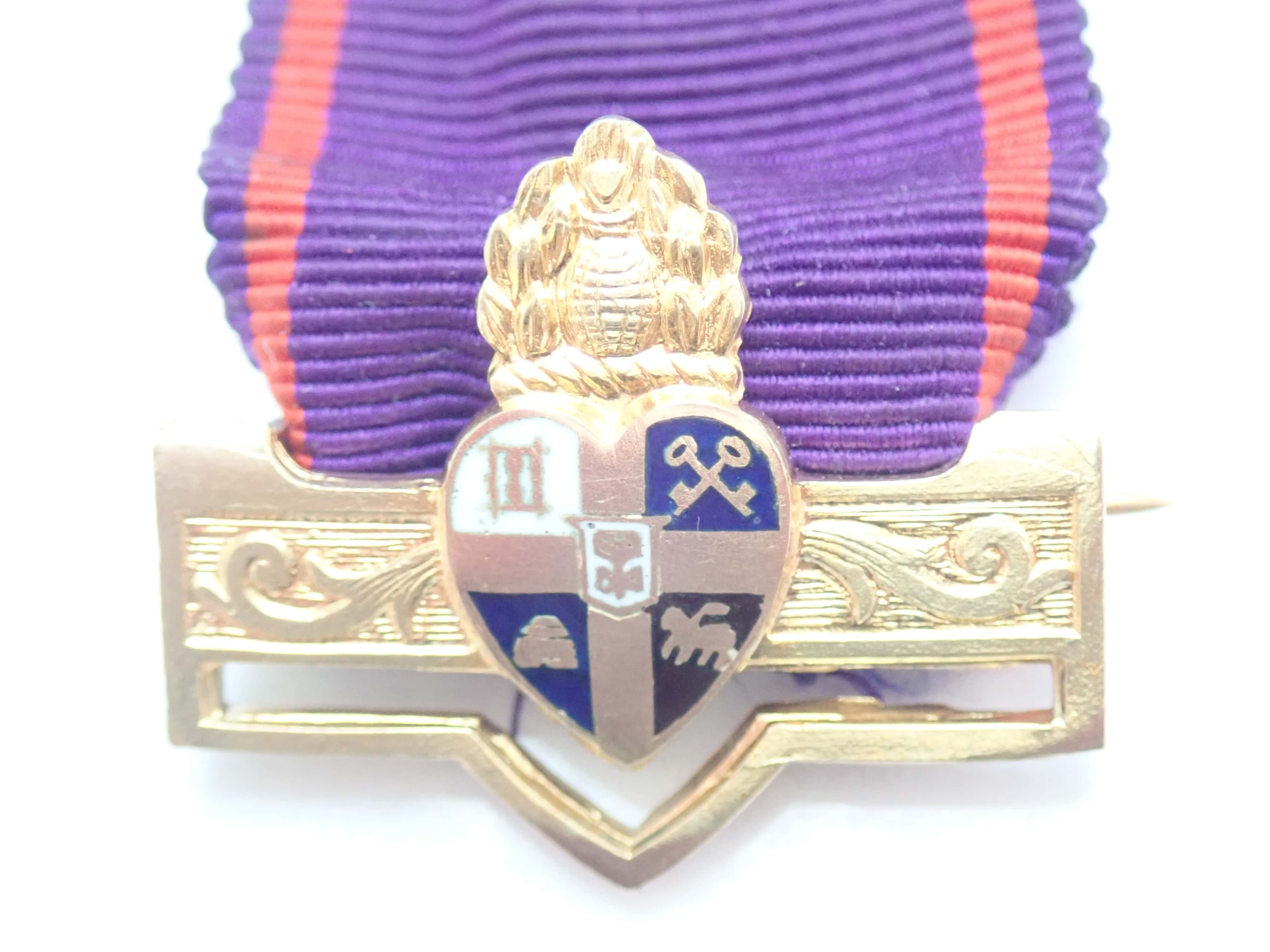 375 9k Yellow Gold Medal – Badge with Ribbon – No Chain Not Scrap 6.1gms #102
