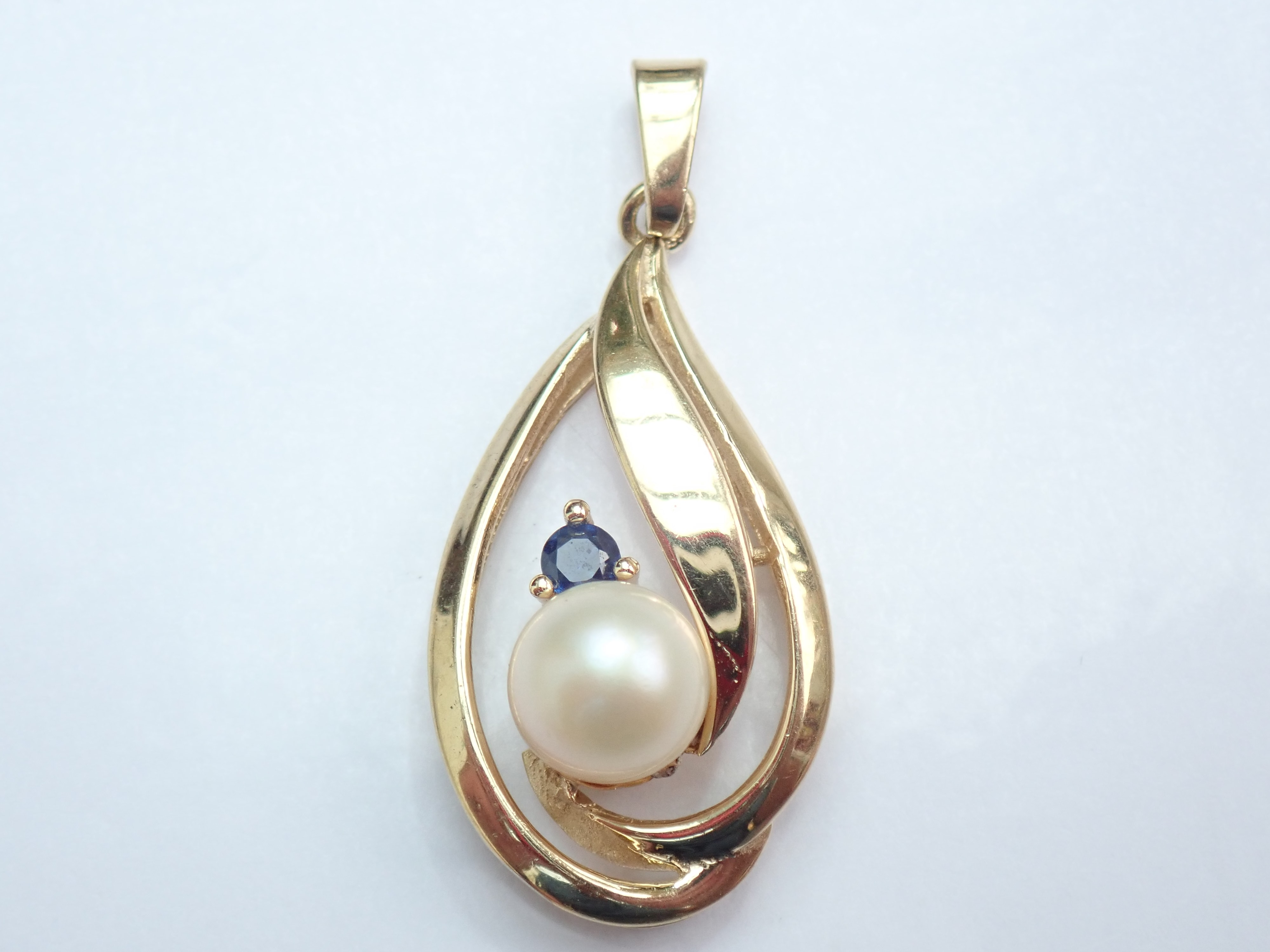 375 Yellow Gold Pearl Sapphire Pear – Drop Pendant -2.75gms #47