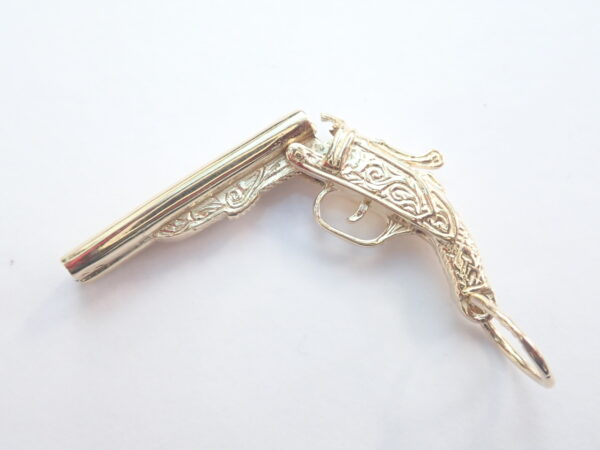 375 9ct Yellow Gold Opening Shotgun Pendant – 10gms