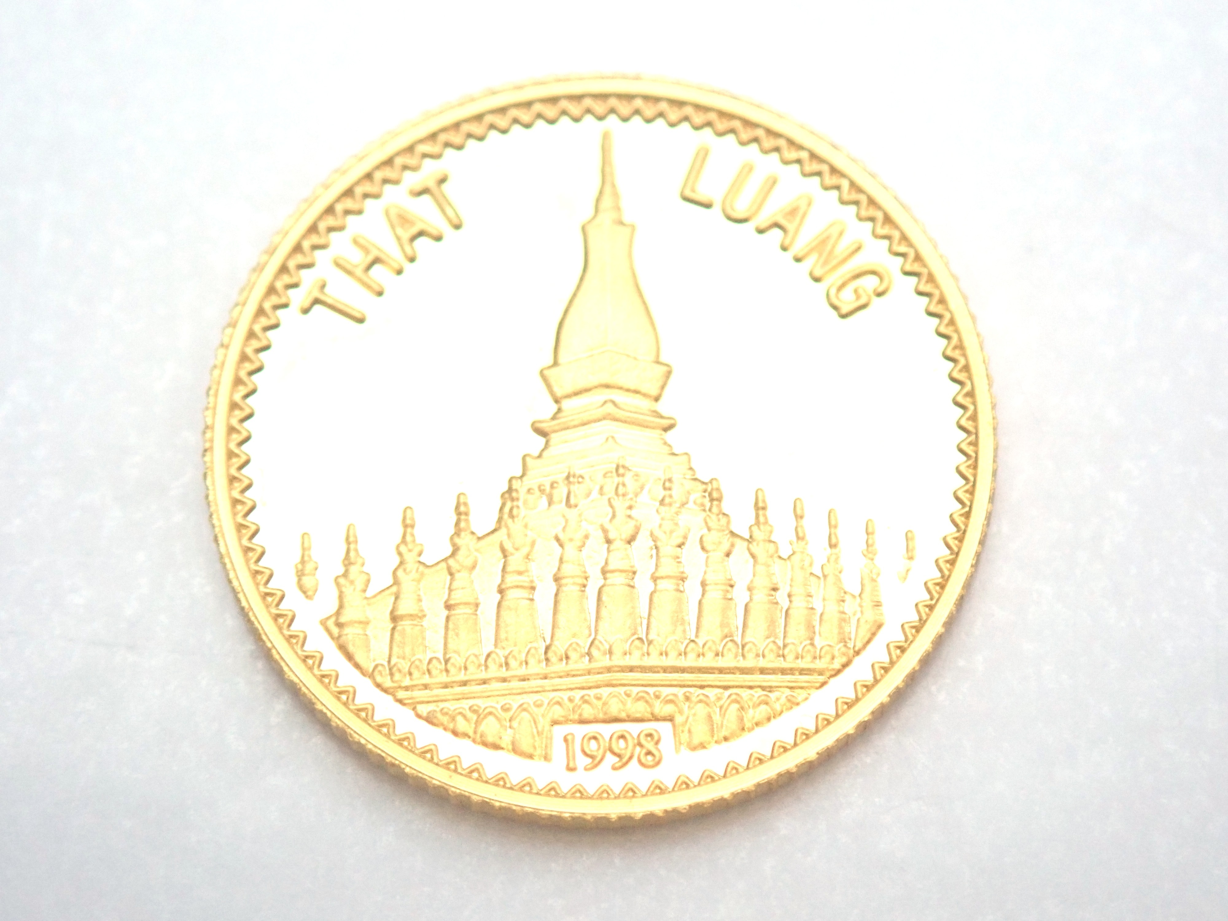 AZZ00792 2 - Laos 2000 kip That Luang Buddhism Shrine Architecture Solid 24ct Gold Coin 1998
