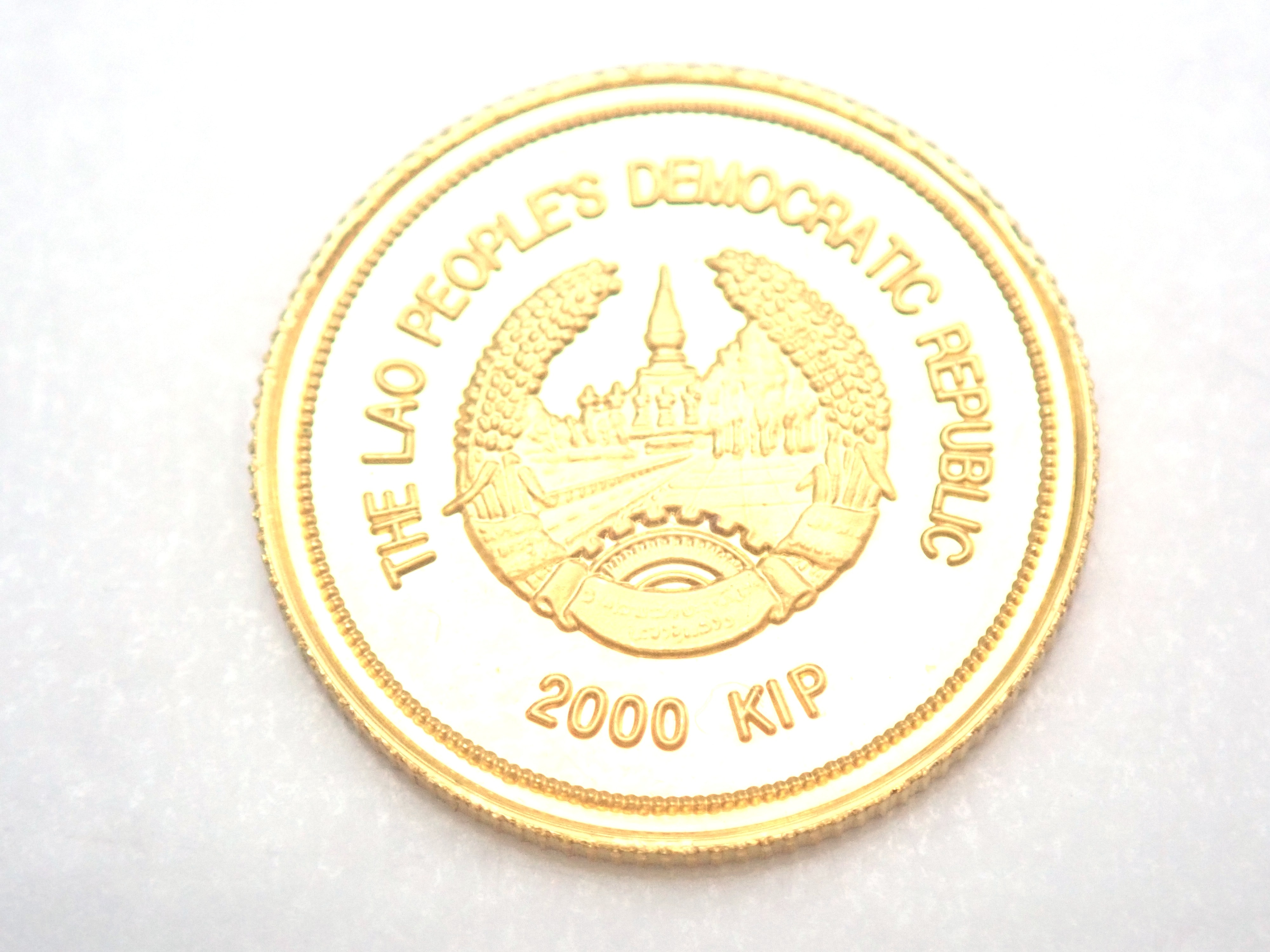AZZ00793 1 - Laos 2000 kip That Luang Buddhism Shrine Architecture Solid 24ct Gold Coin 1998