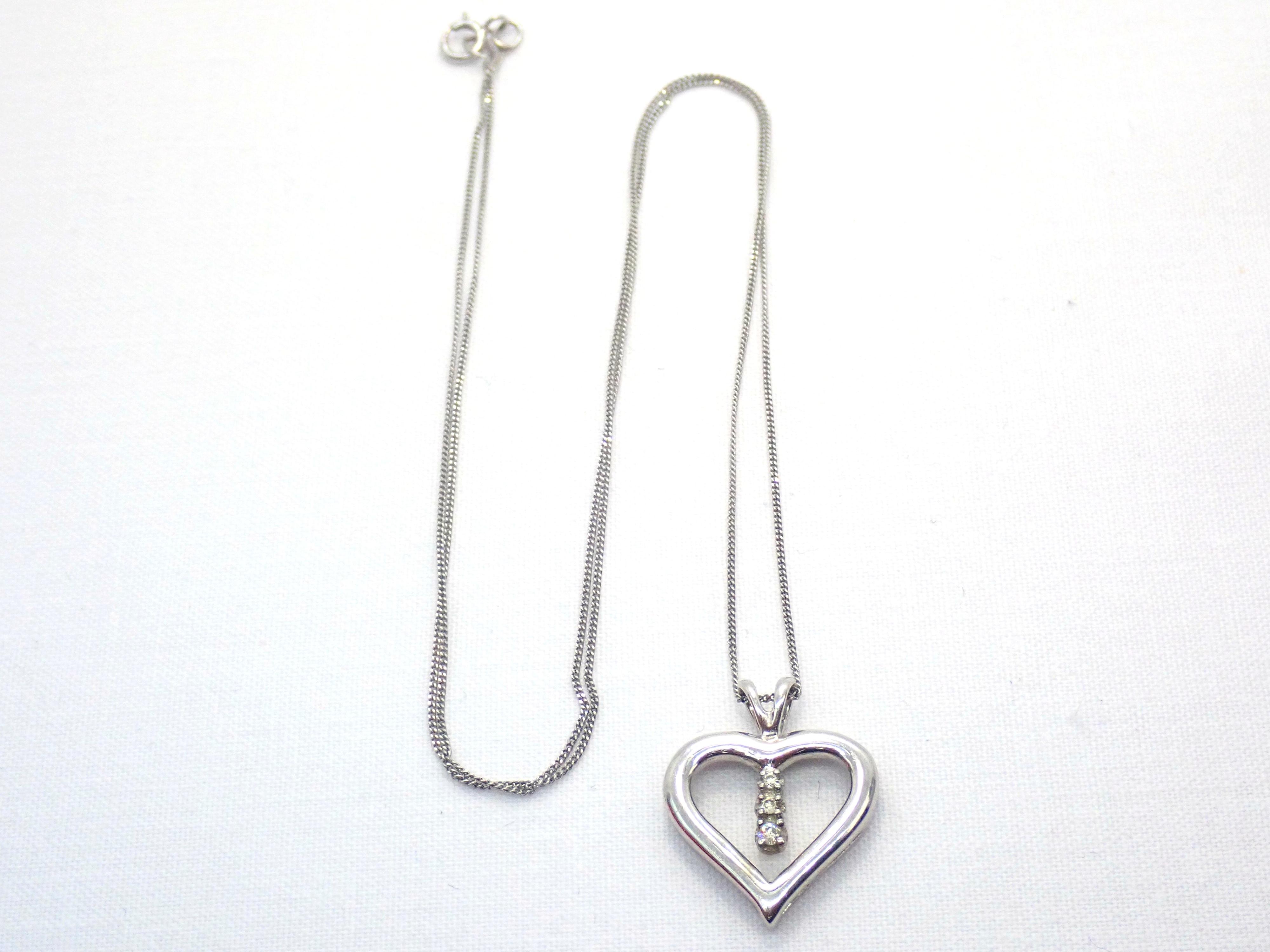 "AA000680 1 - Beautiful! Diamond Heart Pendant & 18"" Curb Chain 9 carat White Gold Fully Hallmarked #50"