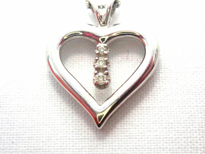 Beautiful! Diamond Heart Pendant & 18″ Curb Chain 9 carat White Gold Fully Hallmarked #50