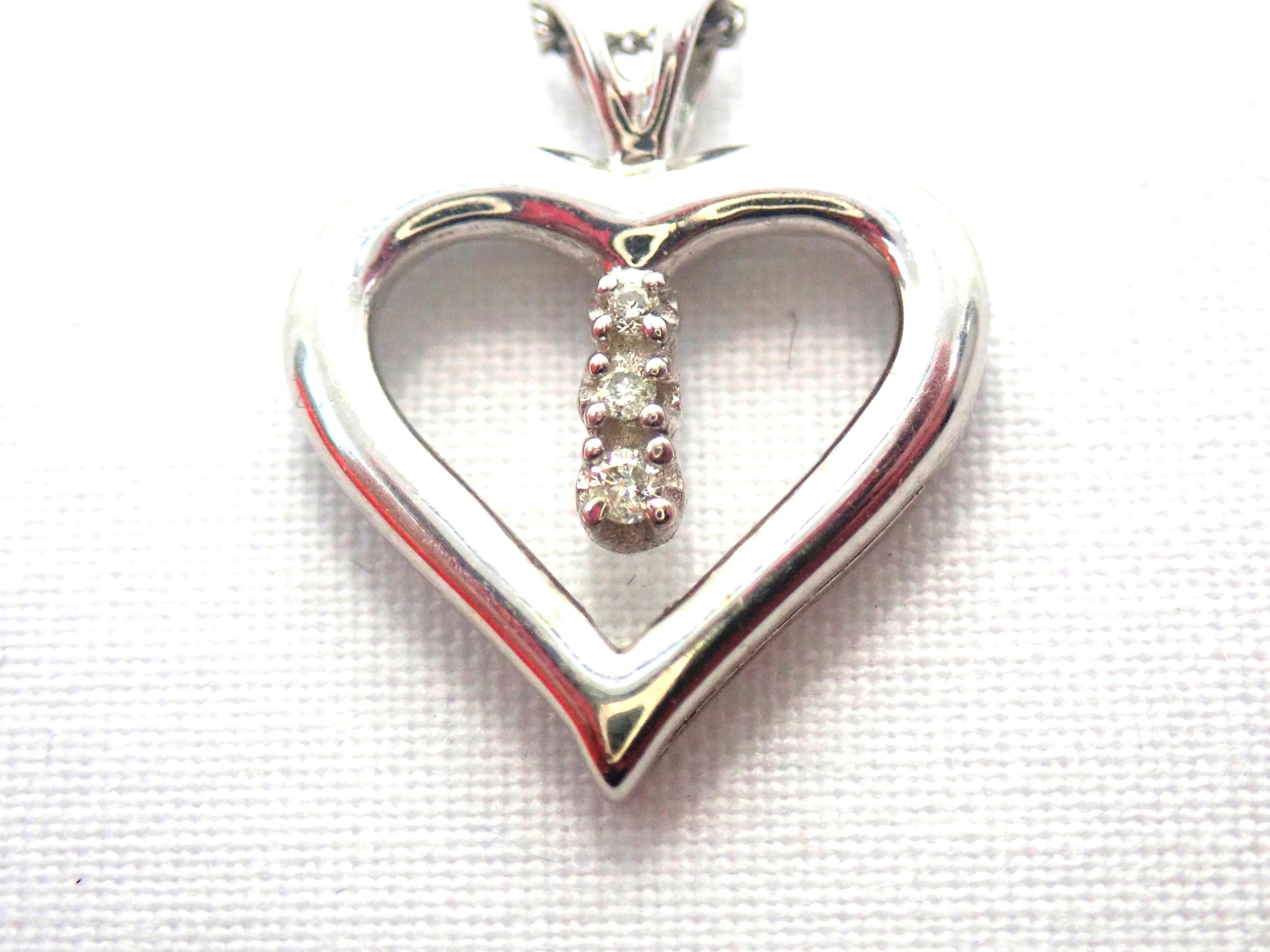 "AA000681 1 - Beautiful! Diamond Heart Pendant & 18"" Curb Chain 9 carat White Gold Fully Hallmarked #50"