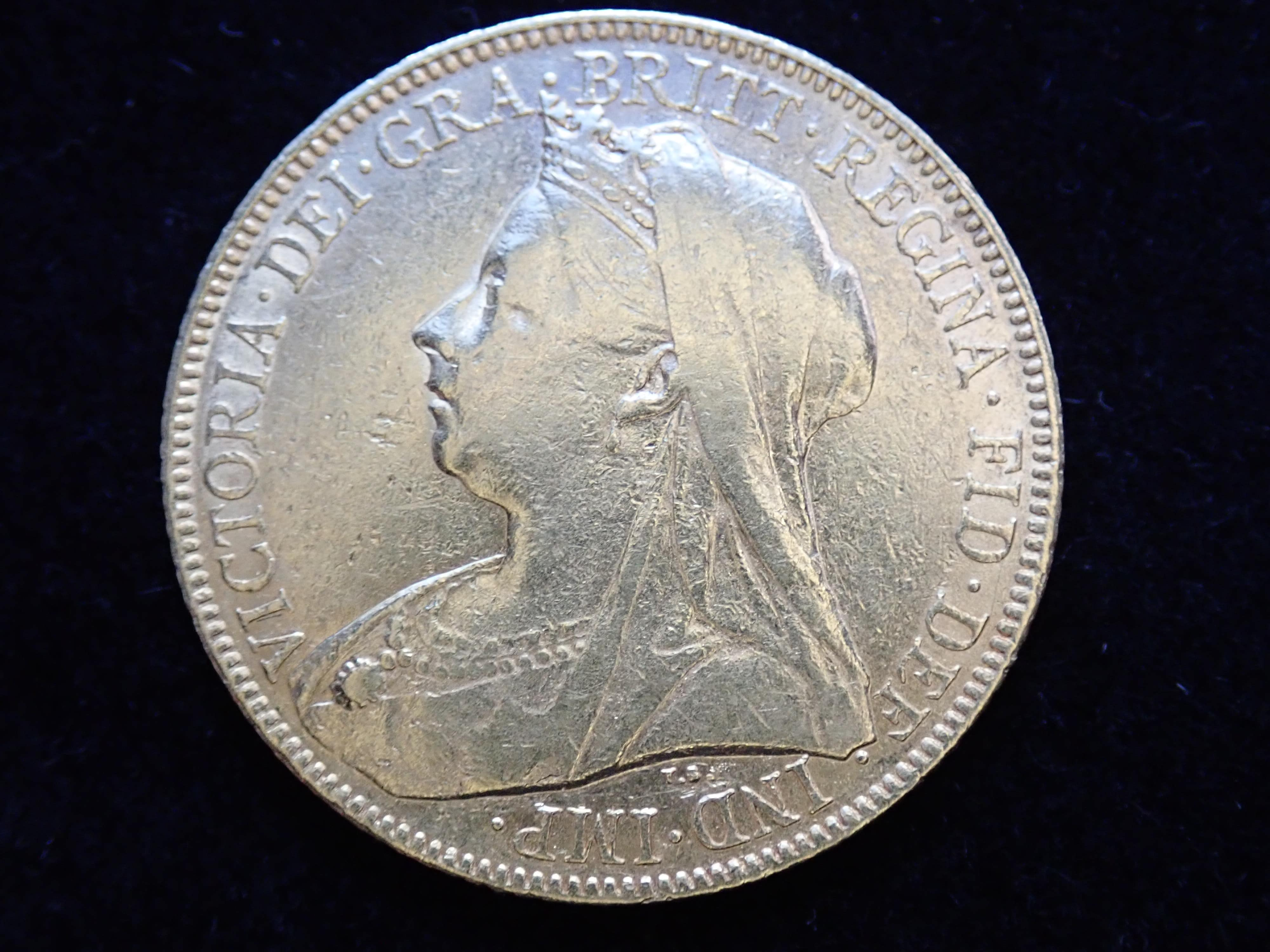 AA000803 - 1900 Gold Full Sovereign Coin - Queen Victoria Old Head - London Mint #a355