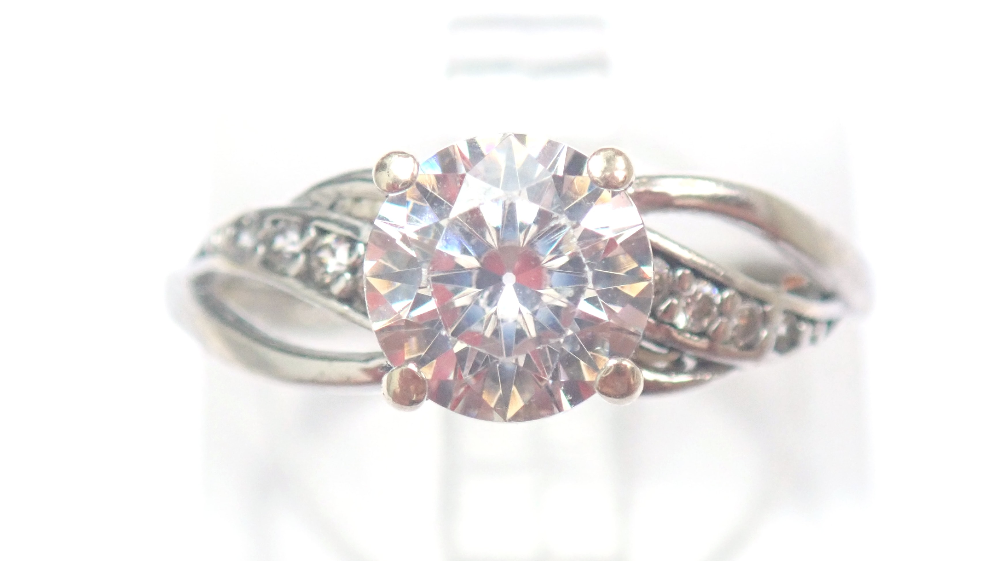 AZZ00349 - 375 Carat Gold 1.0 Carat Cubic Zirconia Solitaire with Accents Size L #25