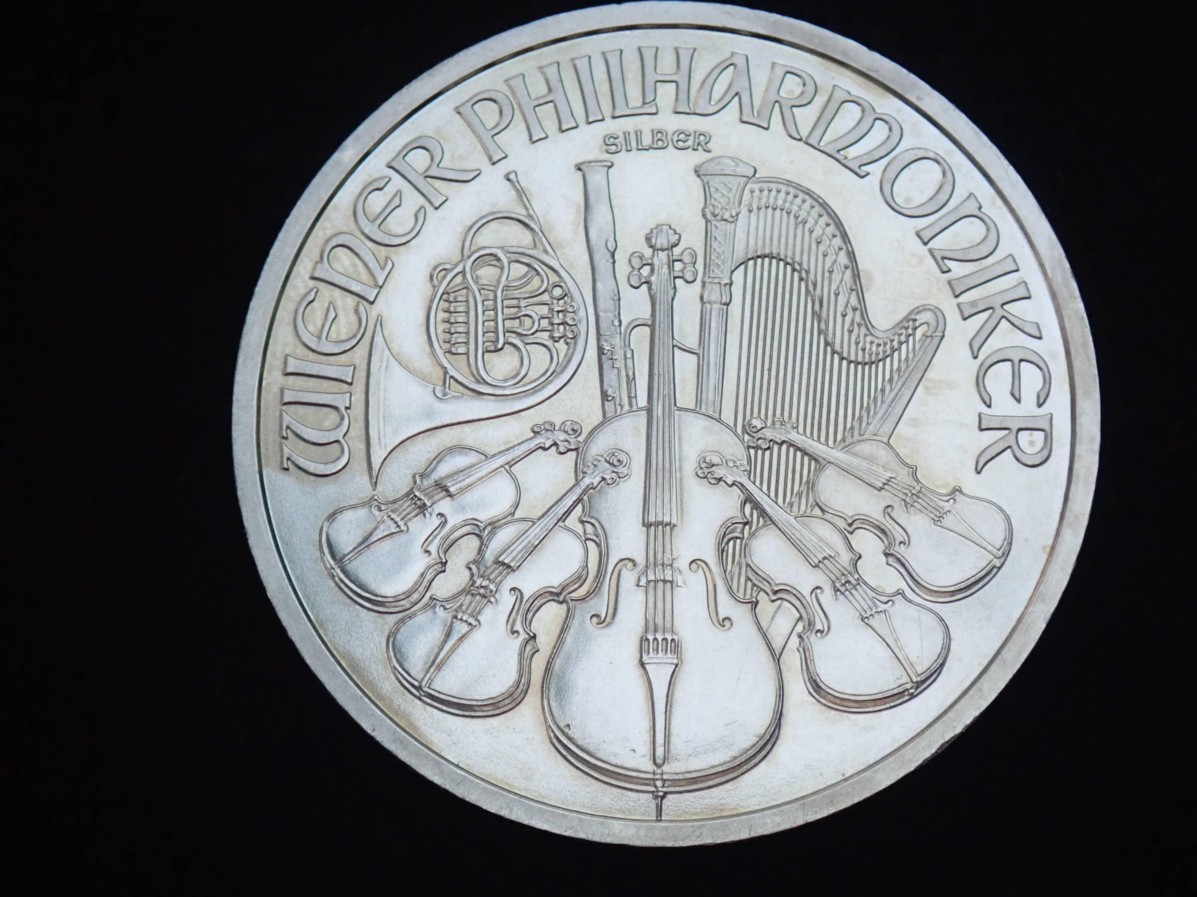 AZZ00581 - 2010 1oz Austrian Philharmonic Fine Silver 999.9 Coin #21