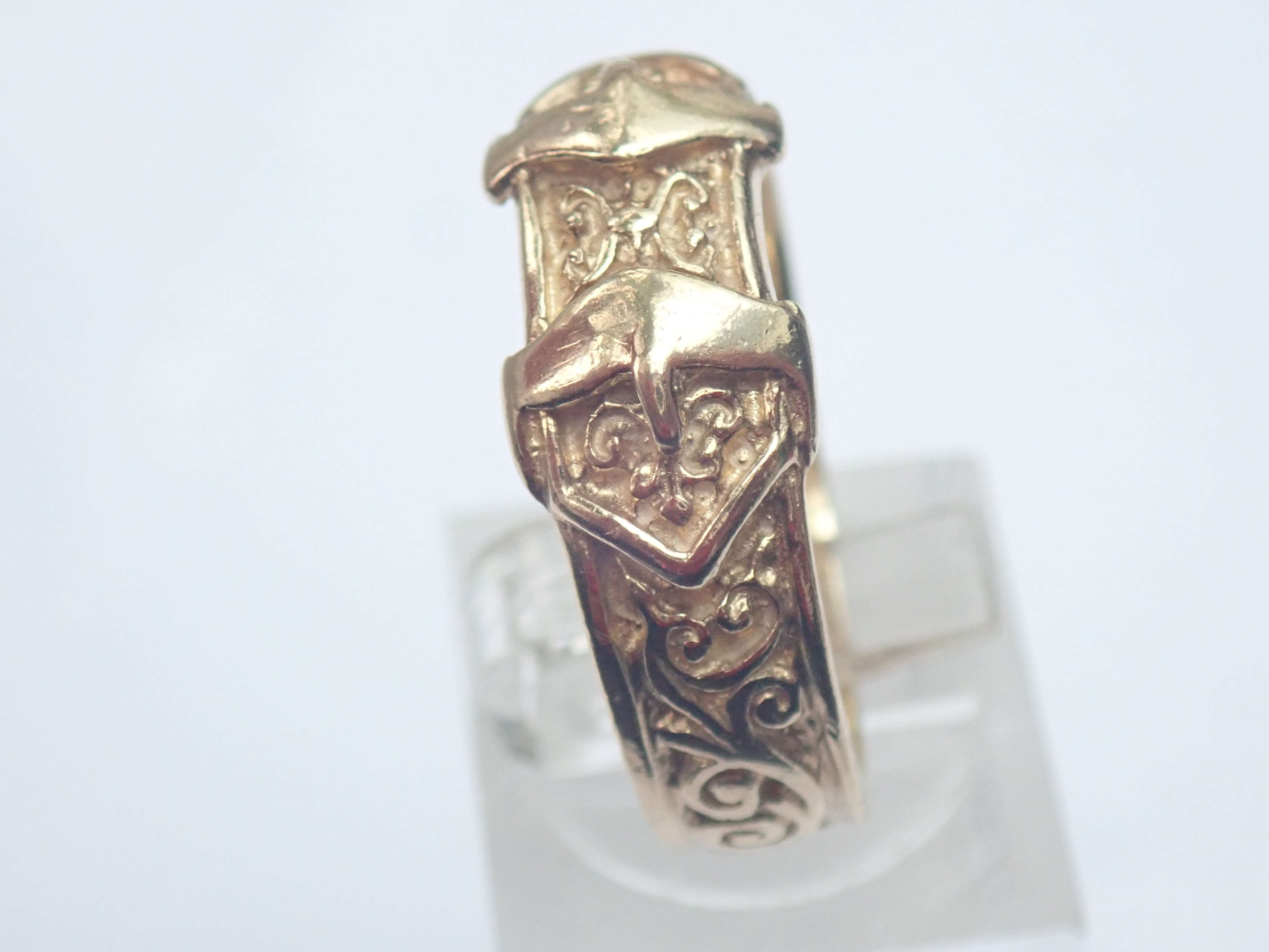 AZZ00610 - Vintage!! 9ct Gold Double Buckle Ring 6.3gms Size U1/2 #145
