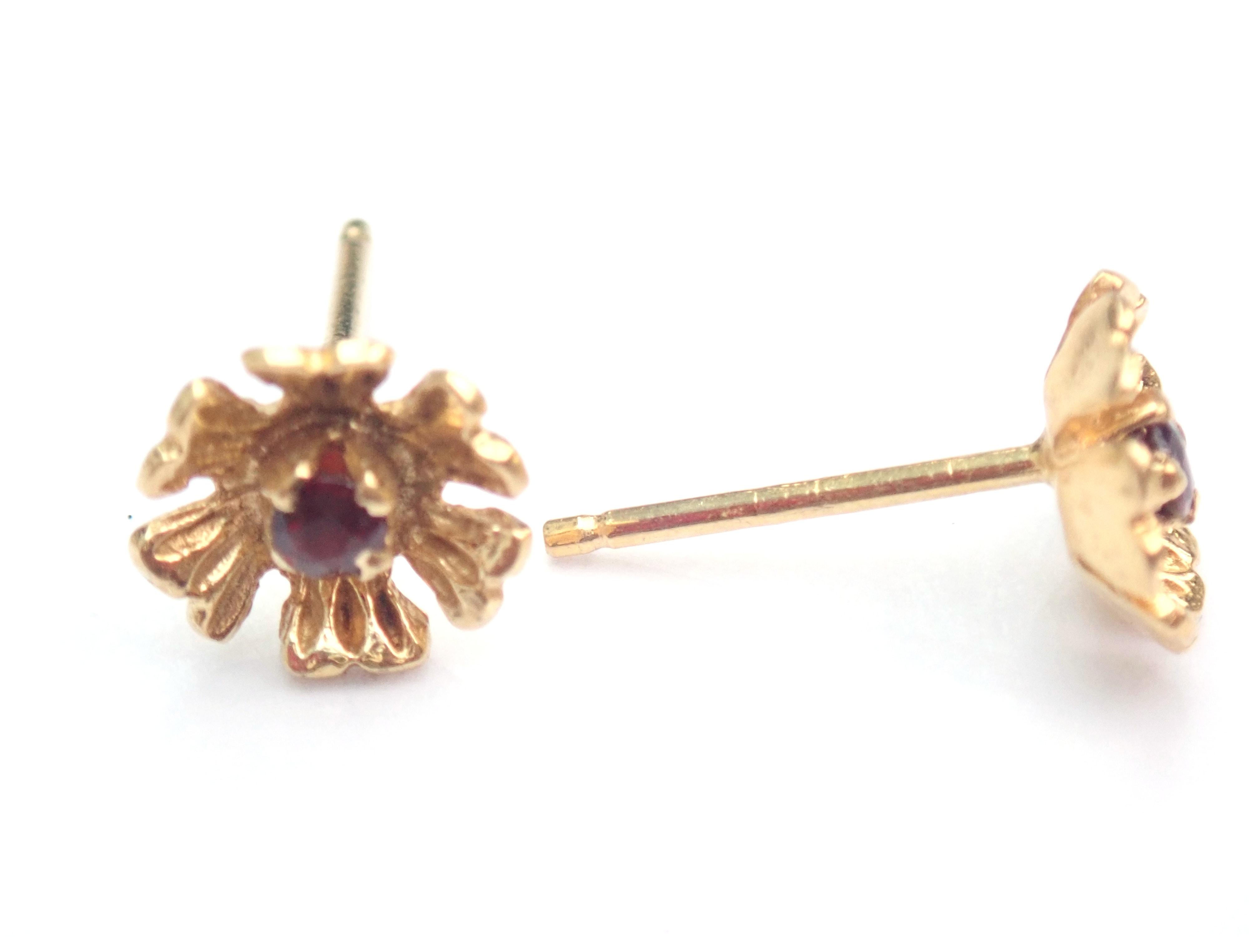 AZZ00637 - Stunning! 18k 750 Yellow Gold Ruby- Flower Earrings Butterfly Backs 1.8gms #65