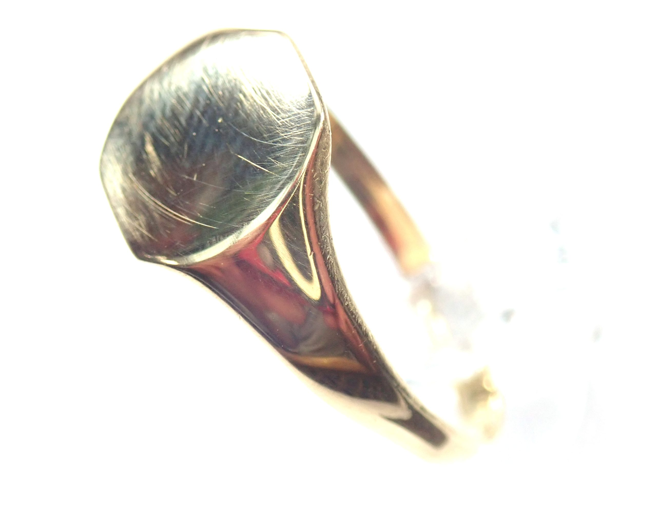 Beautiful!! Vintage Shield Solid 18 carat Gold Signet Ring – Size W – 3.8gms #100