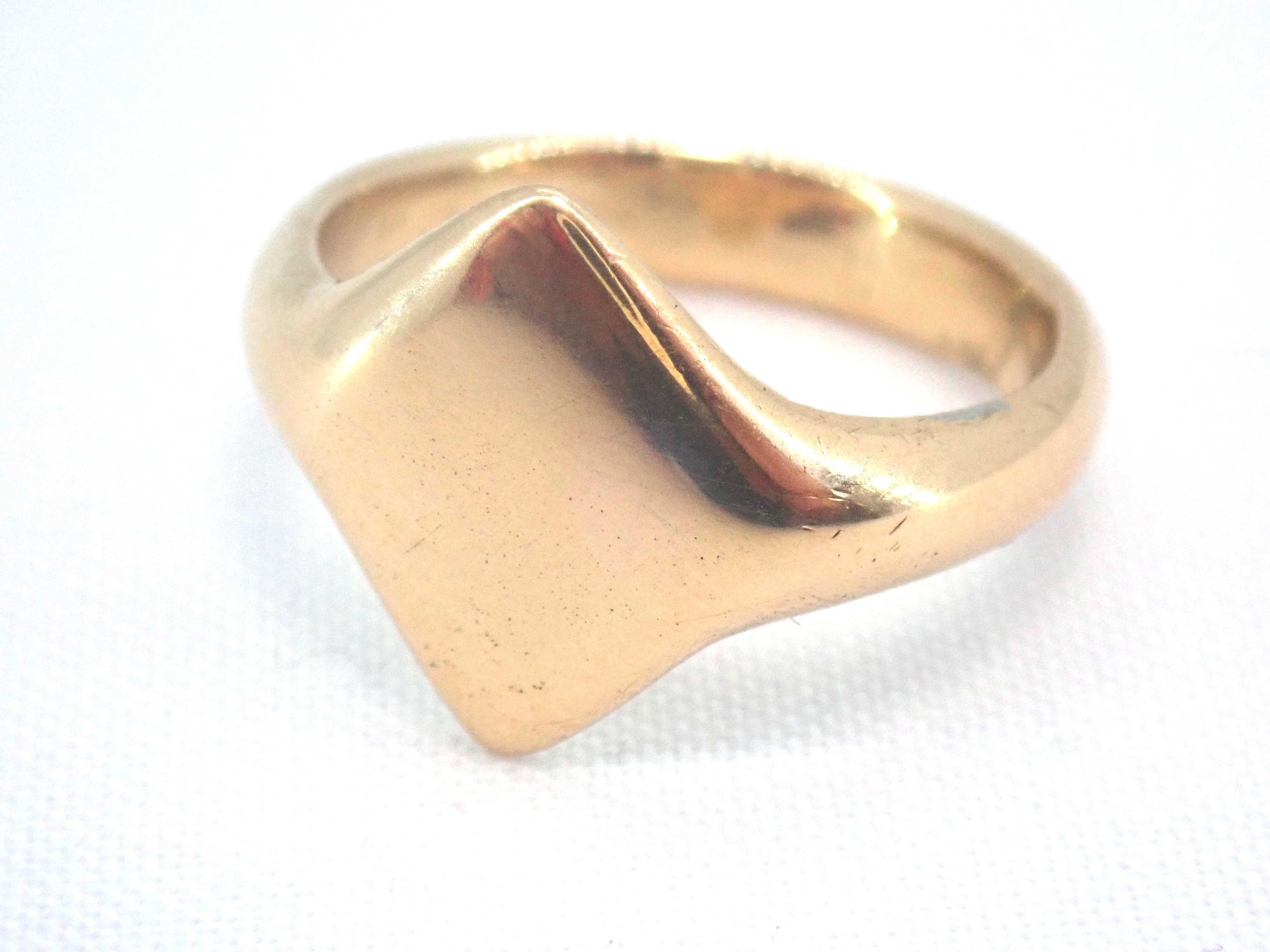 AZZ00727 1 - Vintage!! Solid 18 carat Gold Diamond Shaped Signet Ring - Size M - 5.3gms #002