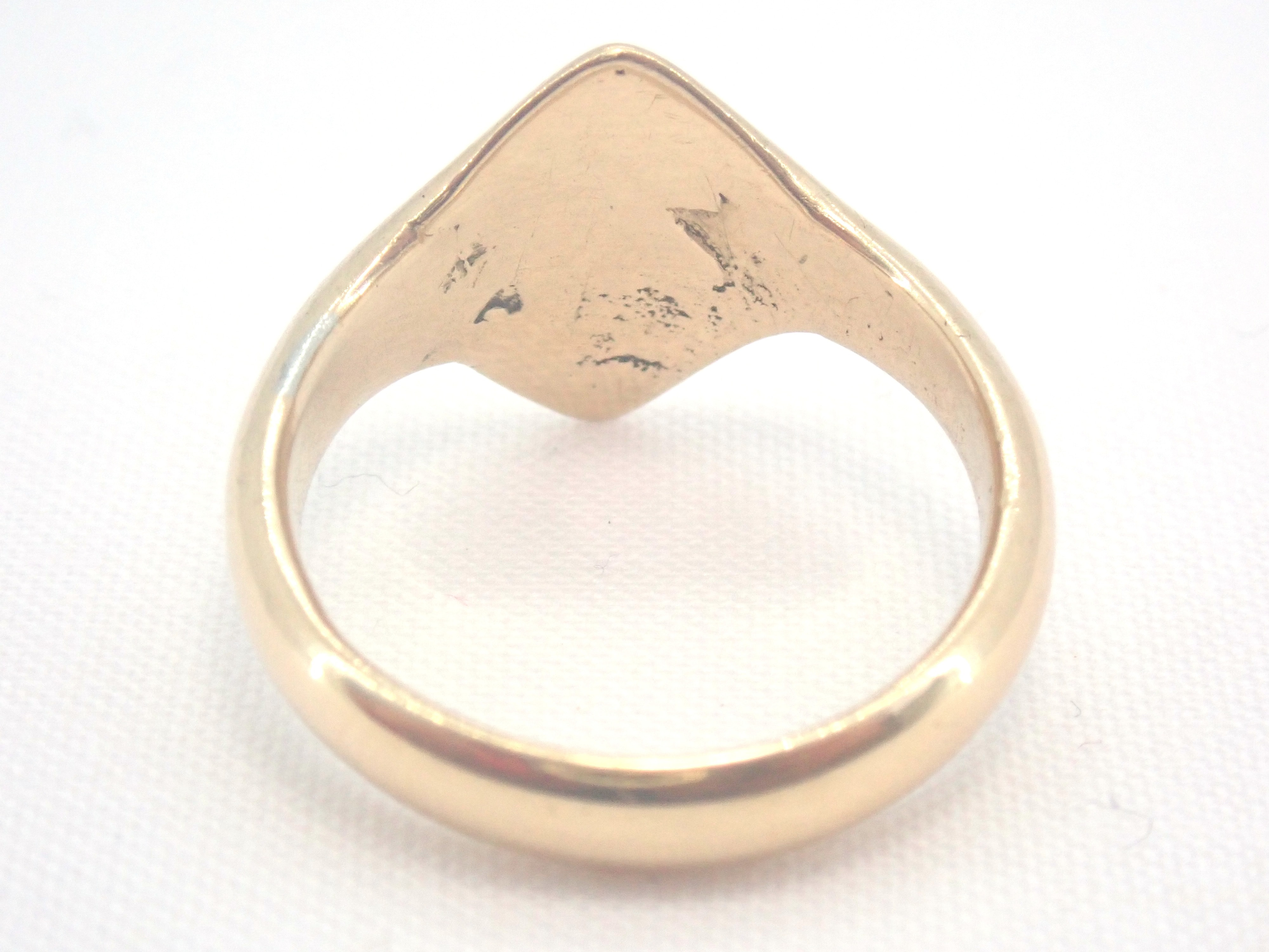 AZZ00729 1 - Vintage!! Solid 18 carat Gold Diamond Shaped Signet Ring - Size M - 5.3gms #002