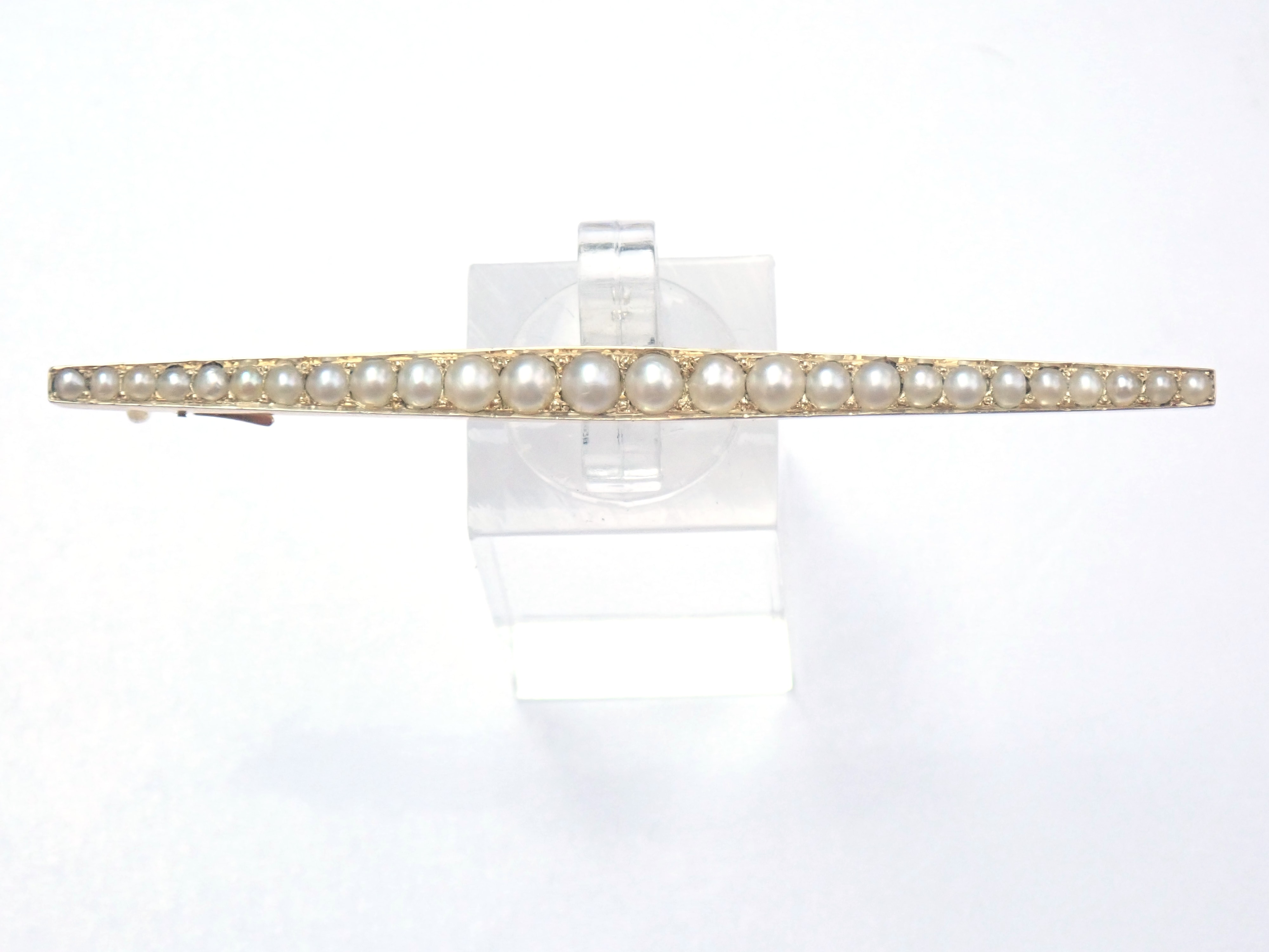 AZZ00784 - Antique!! 9ct Yellow Gold Graduated Pearl Pin Brooch 4.7g #80