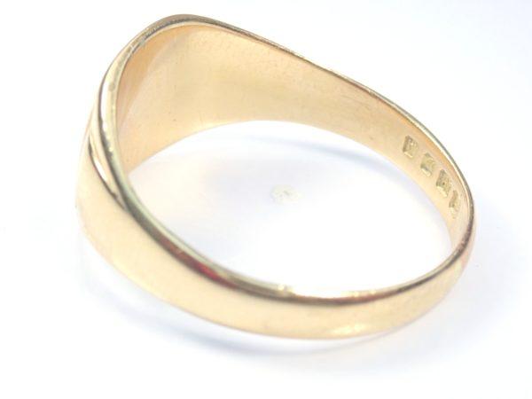 Beautiful!! Vintage Shield Solid 18 carat Gold Signet Ring – Size V – 6.95gms #150