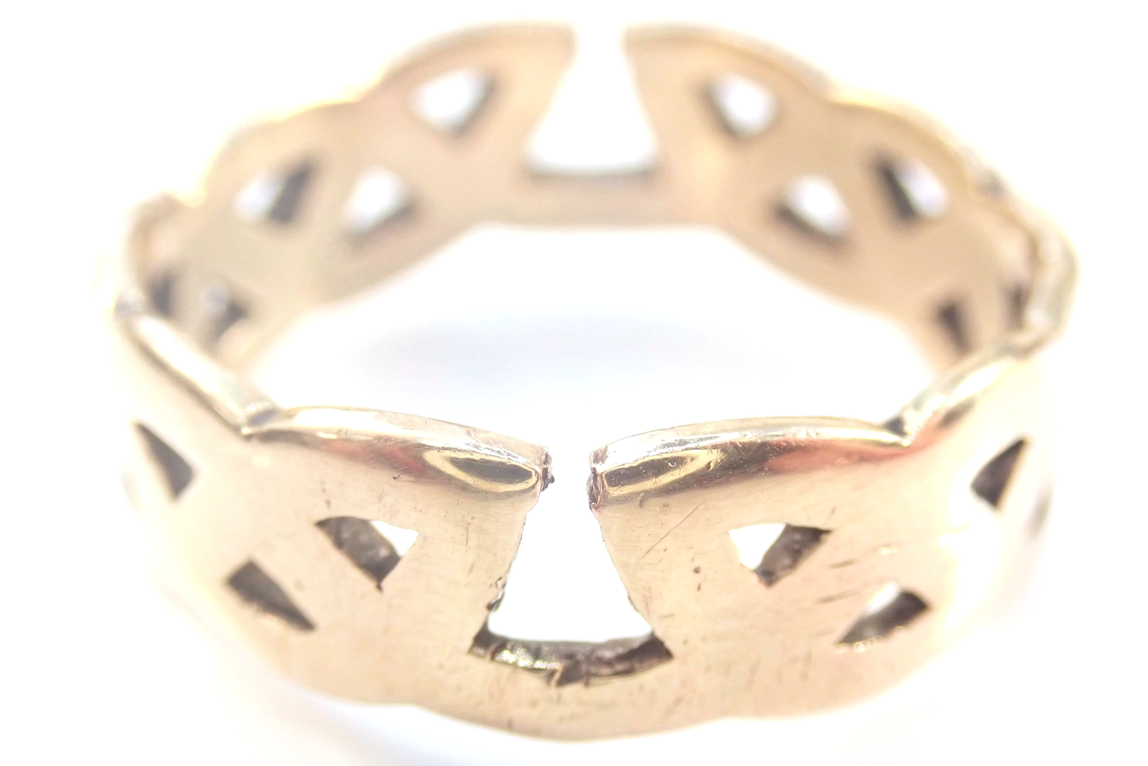 AZZ00931 - 9 carat Yellow Gold Celtic Band Signet Ring. Size T1/2 - 5.3gms #70