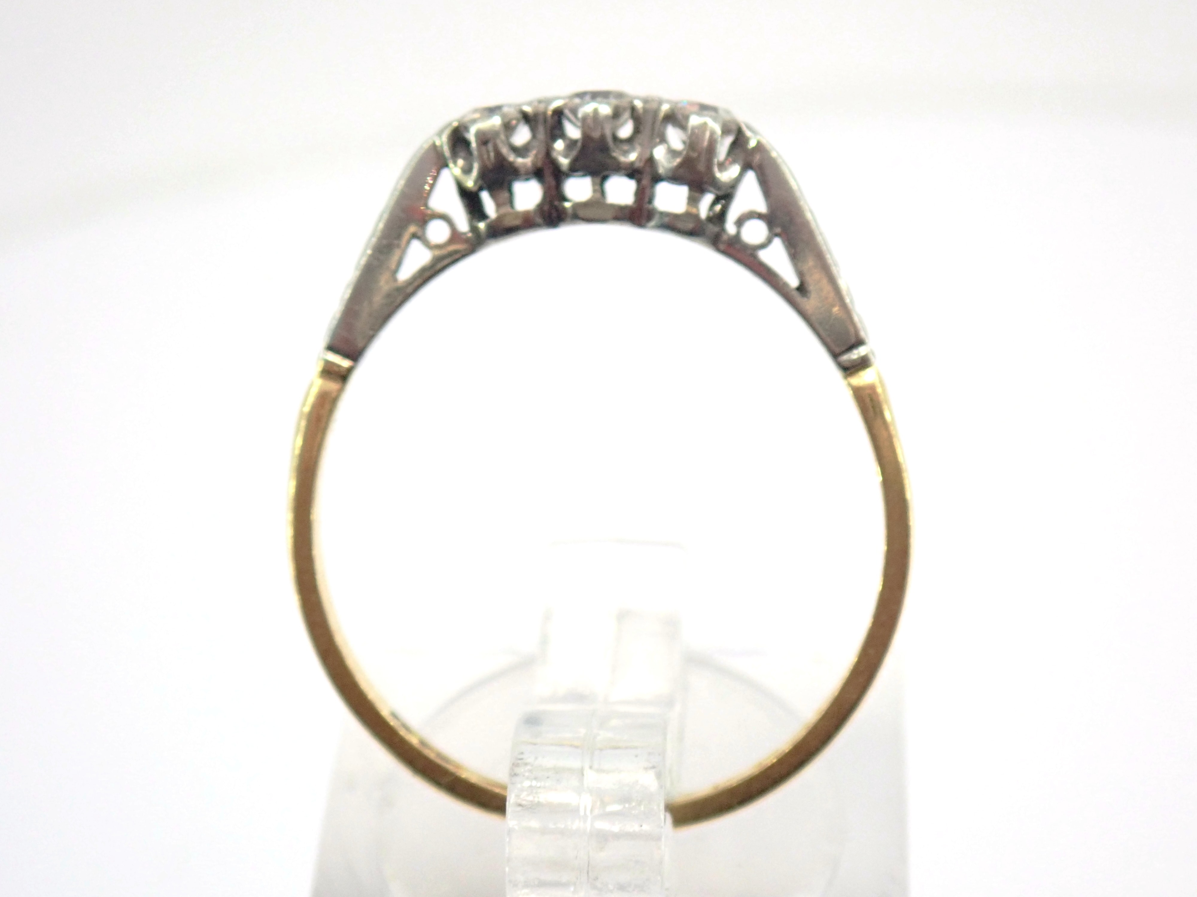 AA000902 - 18K Gold & Platinum Trilogy Diamond 0.30ct Ring Size Q  2.0gms #70