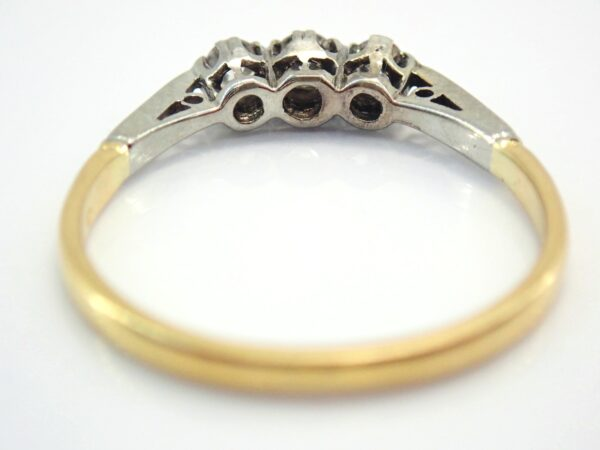 18K Gold & Platinum Trilogy Diamond 0.30ct Ring Size Q  2.0gms #70