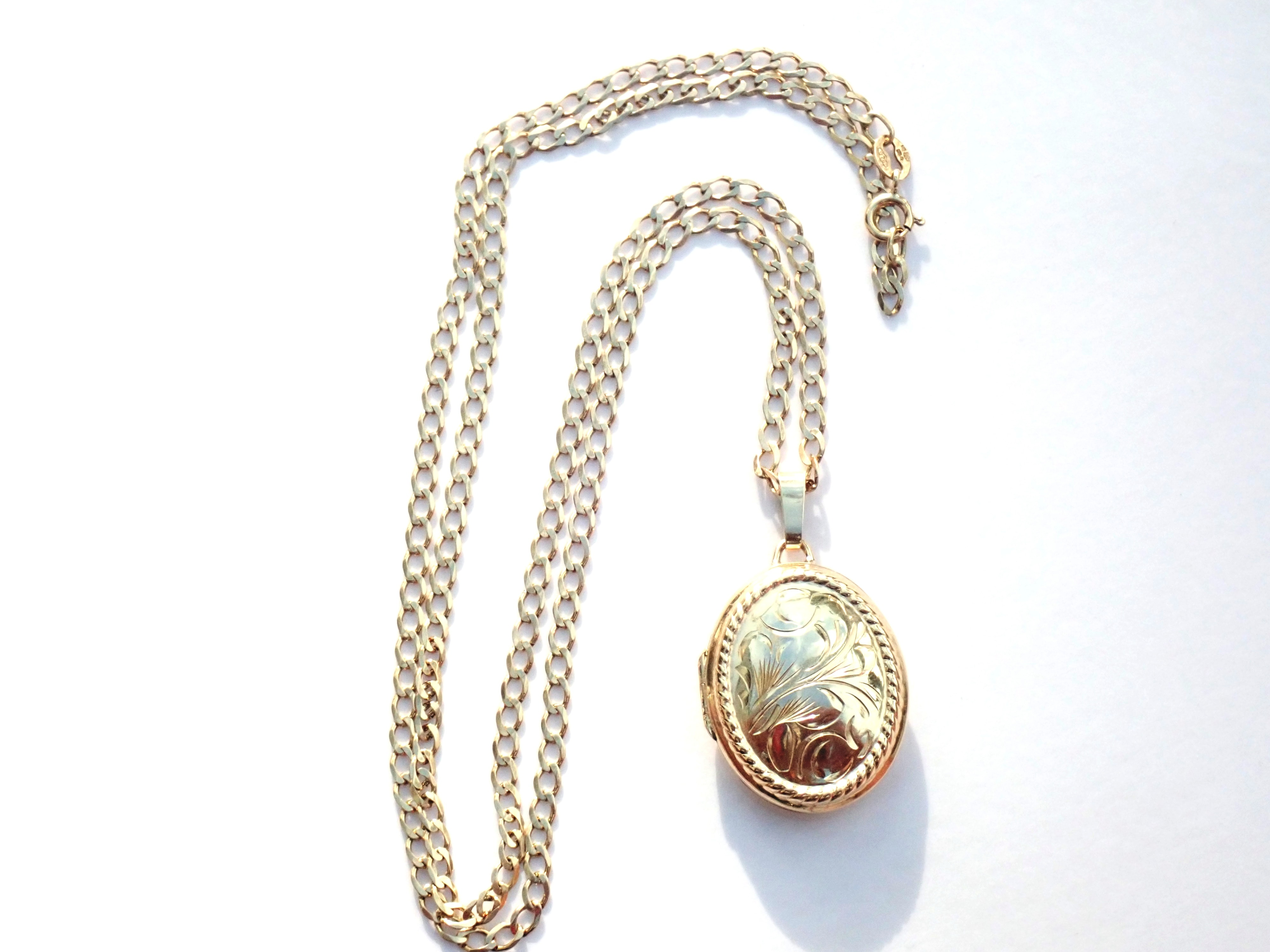 AA000934 - Solid 9K Yellow Gold Floral Patterned Oval Locket & Gold chain Necklace 4.5g #80