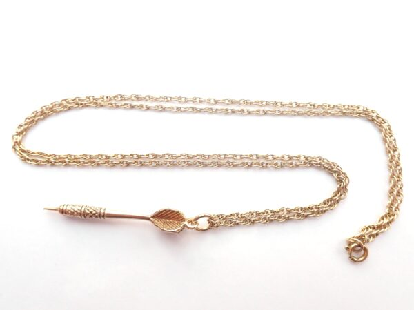 375 9ct Gold Dart Pendant and 21″ Prince Charles Chain – 5.9 gms #021