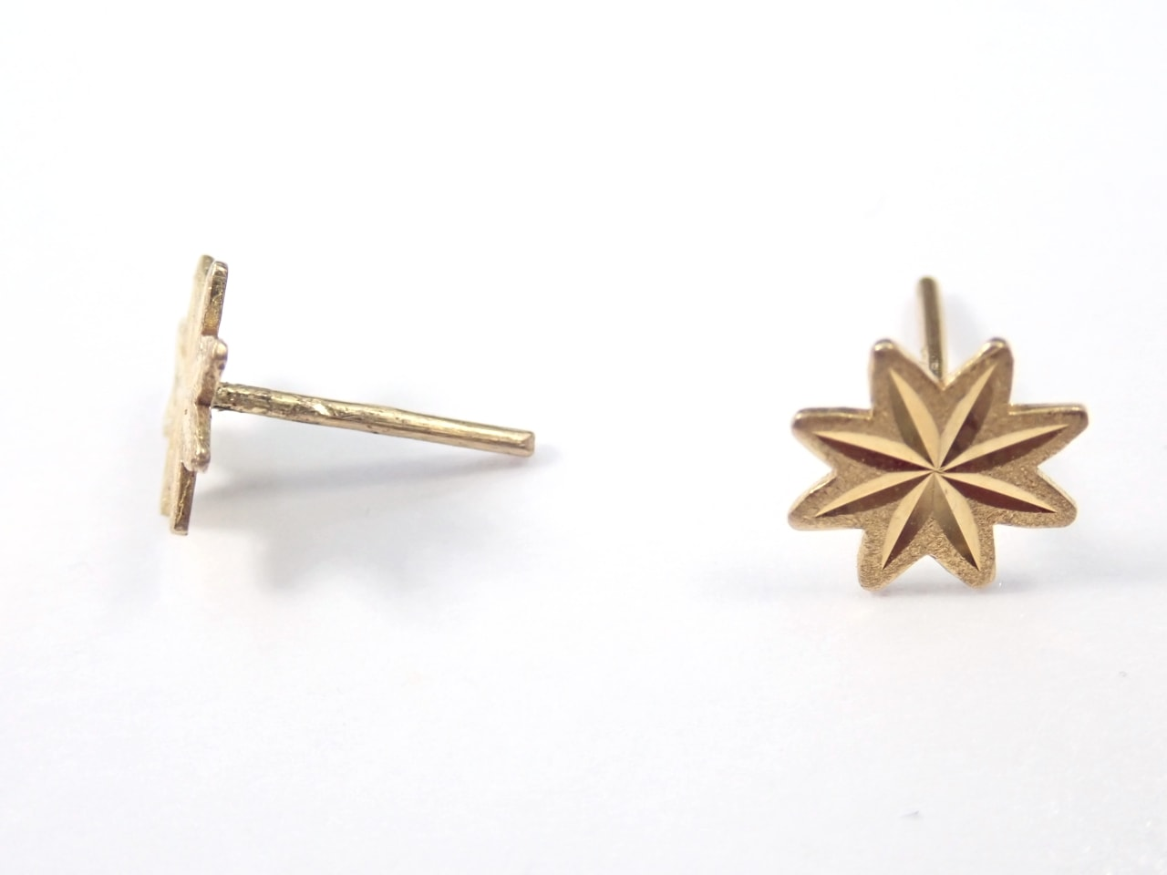 9ct Gold Star Earrings & Butterfly's Solid 375 0.70 grams