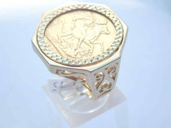 1900 Full Sovereign & Solid 9ct Gold Octagon Scroll Ring Size T