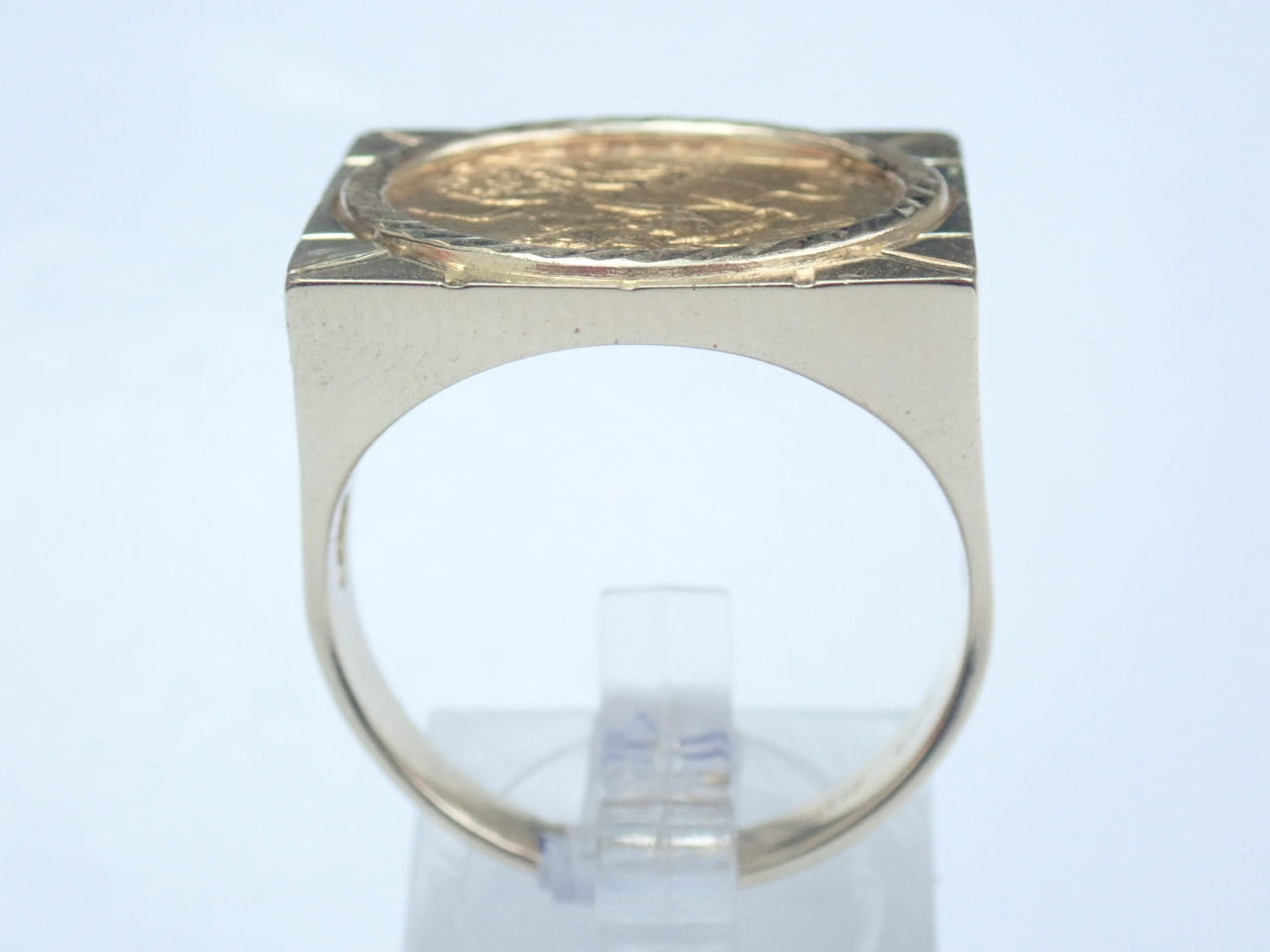 1982 Half Sovereign Mount 9ct Gold Clubs Square Top Ring