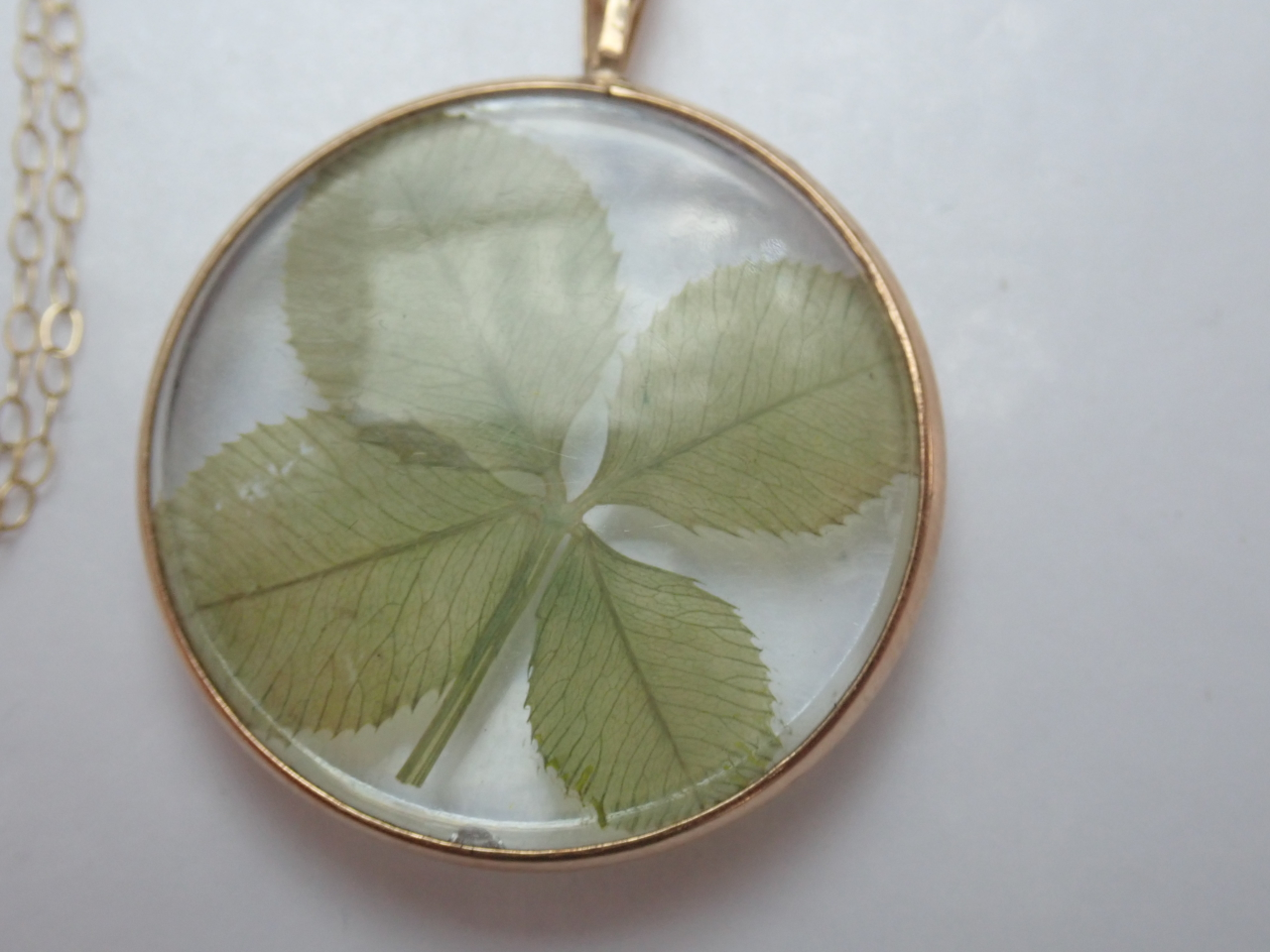 Lucky four leaf Clover Pendant 375 Gold 18 inch chain- 3.5 gms