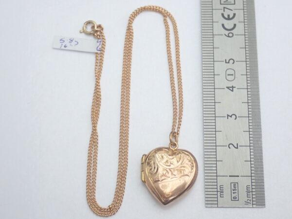 Vintage! Sweetheart Floral Locket 9k Gold Pendant 16 inch chain- 5.8g