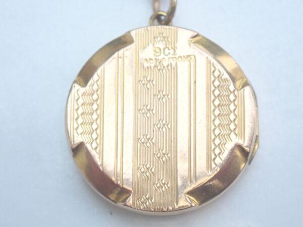 375 Gold Round engraved Locket Pendant 20 inch chain- 7.0g