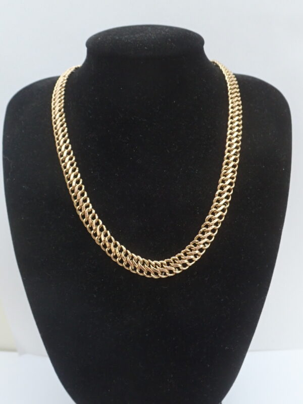 9ct Gold double Figure 8 Necklace 18  Inch Solid Gold 7.9 Grams