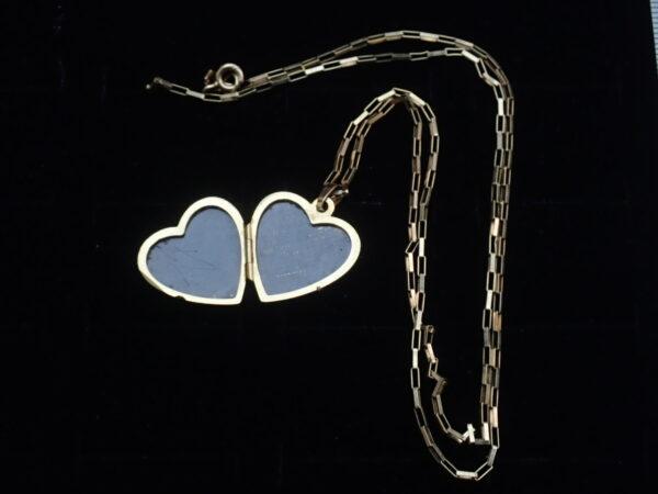 9k Gold Floral Locket Sweetheart Pendant 20″ chain- 4.4grams