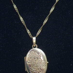 9ct Oval Sweetheart Floral Locket Gold Pendant 18 inch chain- 3.35g