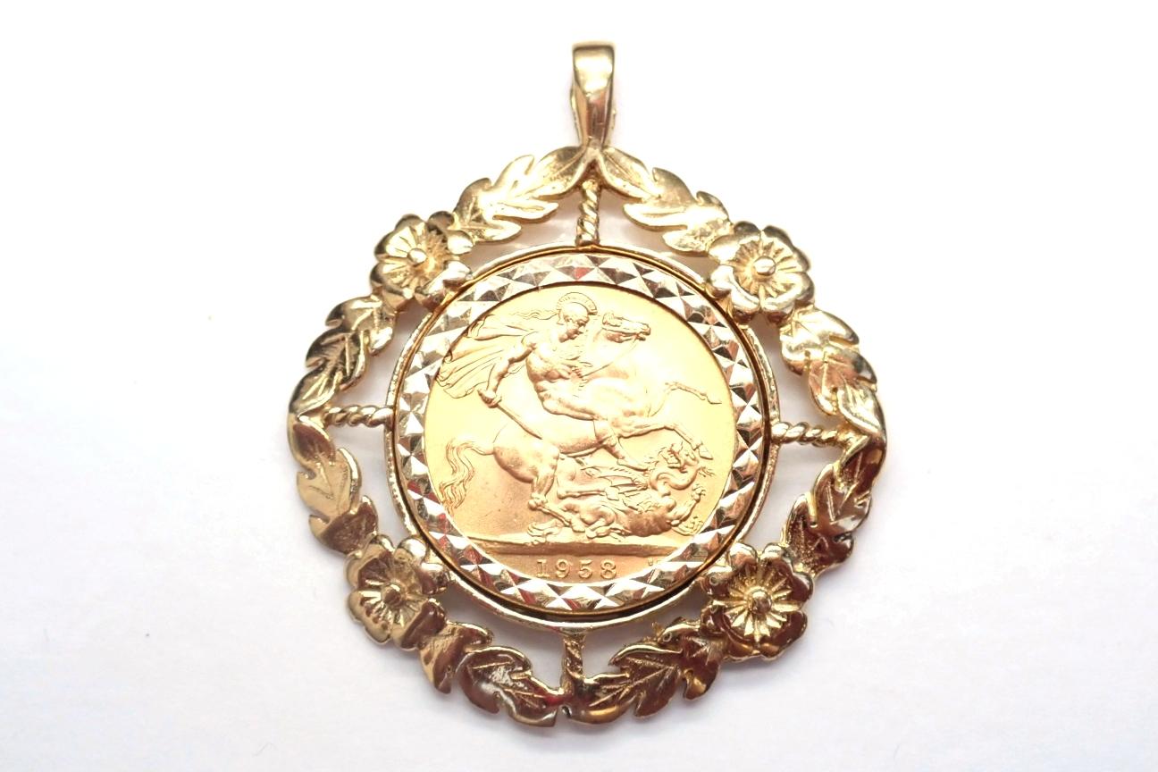 9carat Gold Floral Mount & 1958 22k Full Sovereign